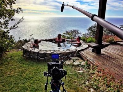 Séance d'entrevue dans le bain à remous avec Vilmos et James Chressanthis, ASC. Photo de Tad Chamberlain